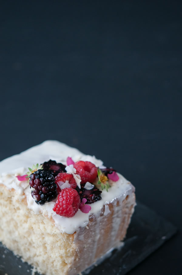 cake_coconut_loaf_main_3